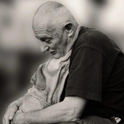 старик с собакой